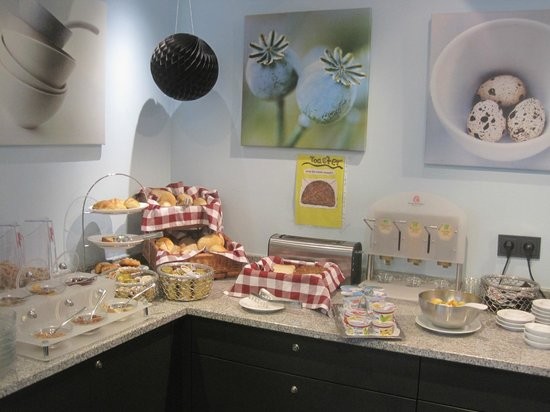 Belle Blue Hotel: Pleasantly presented breakfast choices