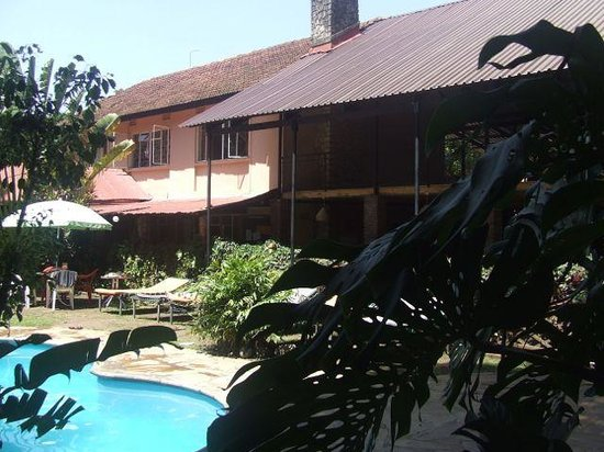 Outpost Lodge: Main house overlooking pool