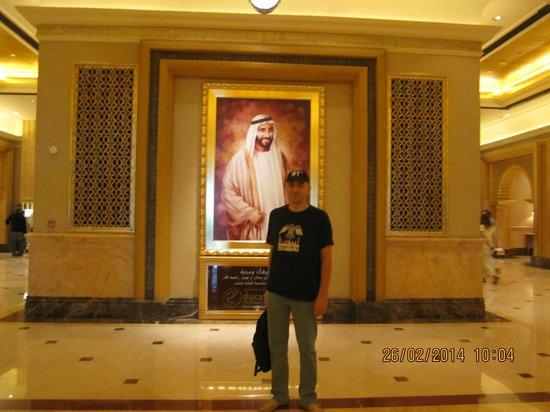 Emirates Palace: вход в отель