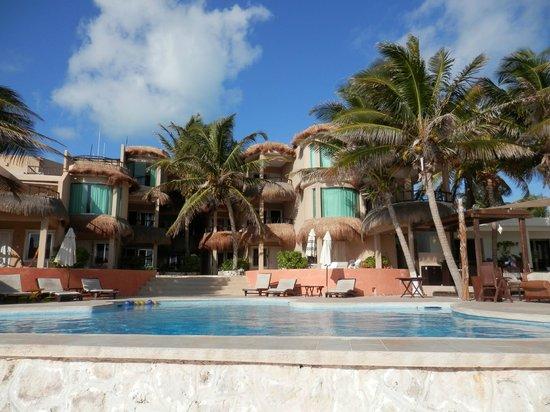 Playa La Media Luna Hotel : Hotel view from pool