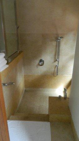 Park Hyatt Goa Resort and Spa: Walk down to your Bath tub