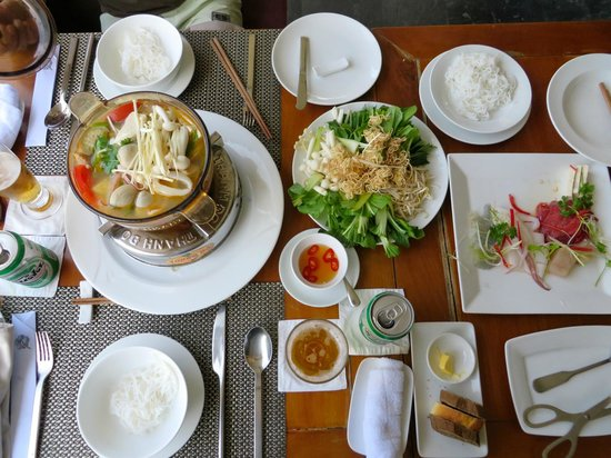 Vedana Lagoon Resort & Spa : hotpot lunch