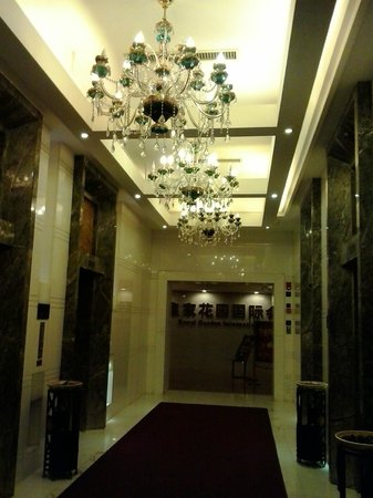 Crowne Plaza Changsha City Centre: In front of the elevator