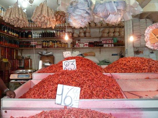 Bahia Metisse - Day Tours: Crevettes séchées au marché de Sao Joaquim