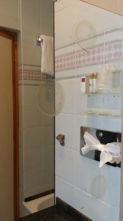 Hotel Giolli Nazionale: tache dans le miroir