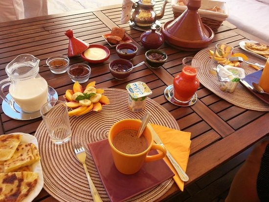 Dar Victoria: colazione in terrazza / breakfast