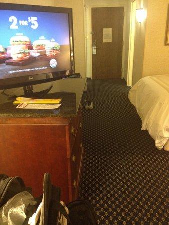 Jackson Marriott : Average size room with nice tv