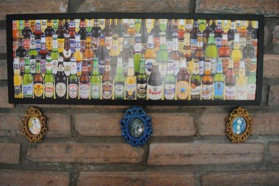 Artistas locais também fazem parte da decoração do Pub