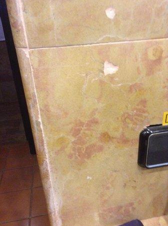 Catalonia Bavaro Beach, Casino & Golf Resort : Huller i fliser