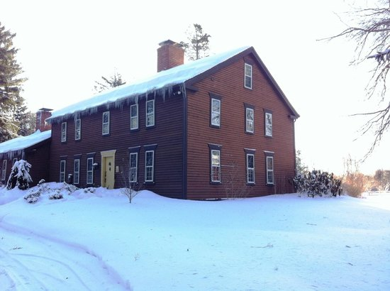 Bed and Breakfast at Taylor's Corner: The Inn in the snow