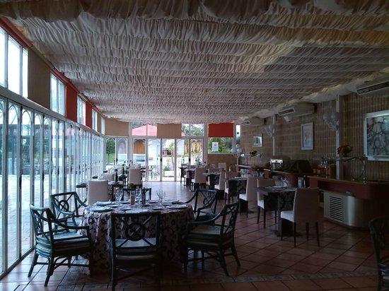 ILUNION Las Lomas: Comedor exterior