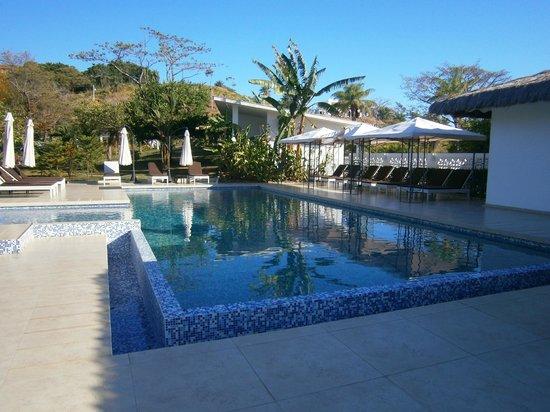 Hotel Bocas del Mar: piscina al lado del comedor