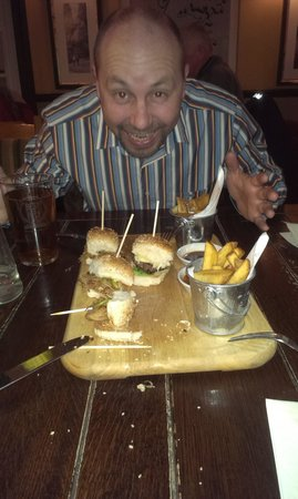 Sawbridgeworth, UK: man v mini burgers :)