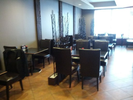 TAKI Japanese Grill: table setup, there are booths too