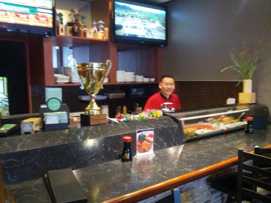 TAKI Japanese Grill: Small bar, only 4-5 stools