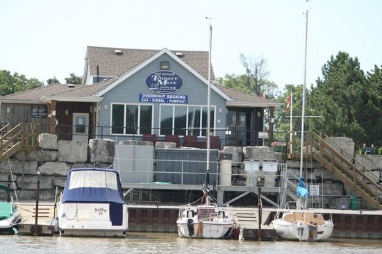 Thirsty Mate Restaurant: Great Location, Enjoy the marina.