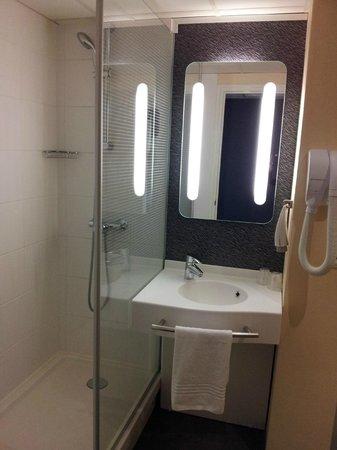 Ibis Saint Dizier : salle de bains