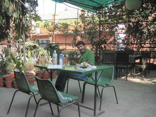 Souvenir Guest House & Restaurant: Terrasse