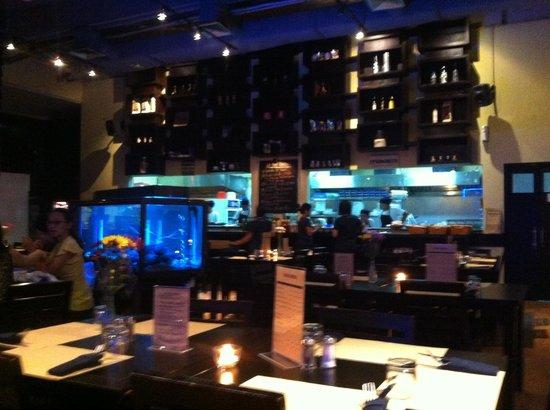 Trattoria Kuningan Jakarta: Вечерний зал ресторана
