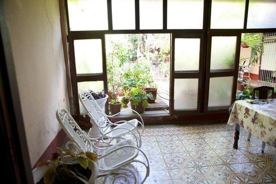 Hostal Yahima y Ariel: Vorraum mit Blick auf den Innenhof