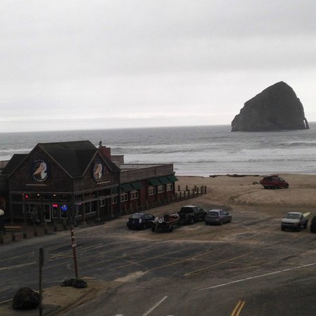 Inn At Cape Kiwanda : view from the balcony