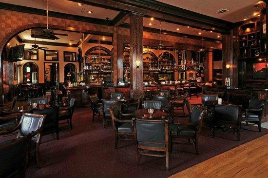 Arthur's Restaurant: Bar Are