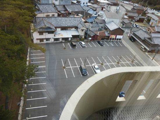 Hotel Resort Inn Futami : 広々としたホテル前の駐車場