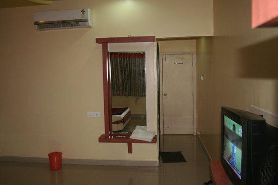 Hotel Ashoka Executive: Inside room (view 3)