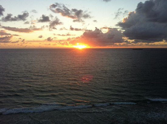 The Westin Beach Resort, Fort Lauderdale : Sunrise from ocean view room - very bright in the mornings!