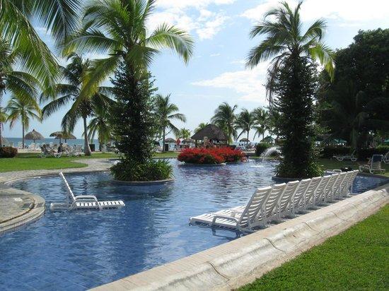 Royal Decameron Golf, Beach Resort & Villas : Piscine près de la plage