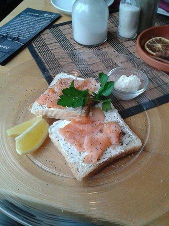 Cafe Anton Hannes: Lachstoast