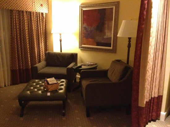 Hotel Commonwealth: Jr. Suite - Sitting area