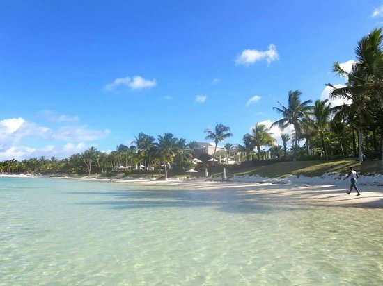 La Residence Hotel : The beach is right there in front of you and it's heavenly