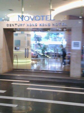 Novotel Century Hong Kong : derrière de l'hôtel