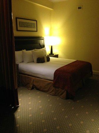 Hotel Commonwealth: Jr. Suite - Bedroom