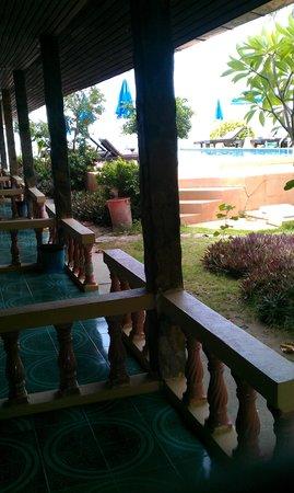 Central Cottage Resort: Geschakelde cottages bij het zwembad