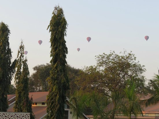 The Hotel Bagan Umbra : Balloons Viewed from in Front of My Room