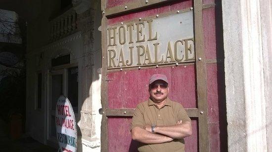Hotel Raj Palace: Traditional Entrance Gate