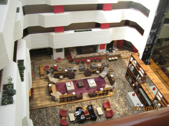 Camino Real Aeropuerto: Hotel lobby area