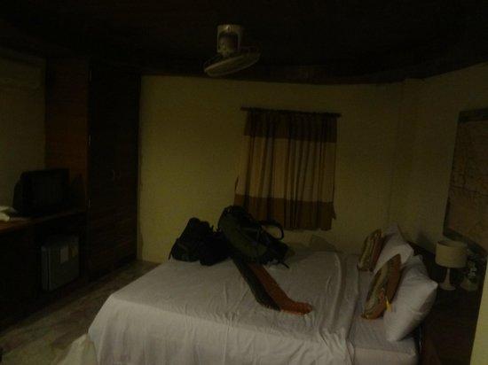 Bottle Beach 1 Resort: Our room.