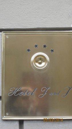 J & J Historic House Hotel: entrée