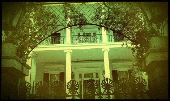 Two Chicks Walking Tours: AHS House on Jackson (also known as the Buckner Mansion)