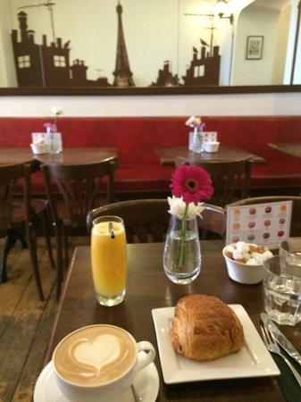 Julien Plumart Cafe: Breakfast!