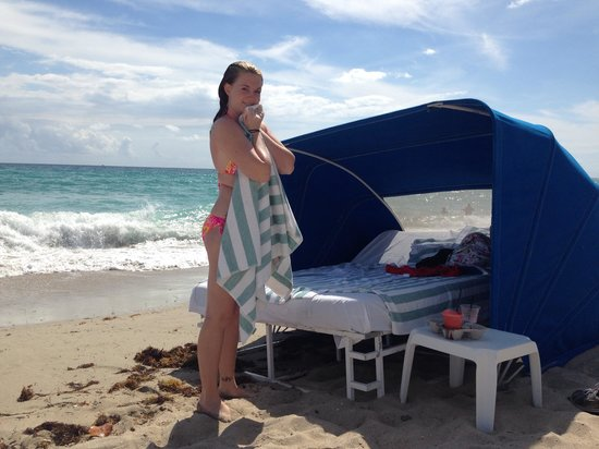 Marenas Beach Resort: Drying off after a quick dip in front of my cabana!