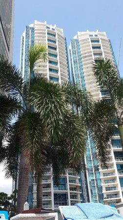 Trump International Hotel & Tower Panama: View from pool side