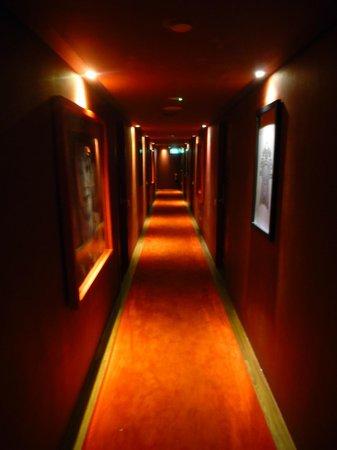 Santa Grand Hotel Lai Chun Yuen: Flur