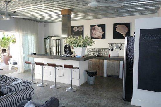 PM78 Urban Oasis Curacao: Kitchen
