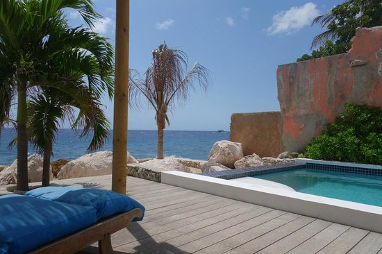 PM78 Urban Oasis Curacao: View from under the awning