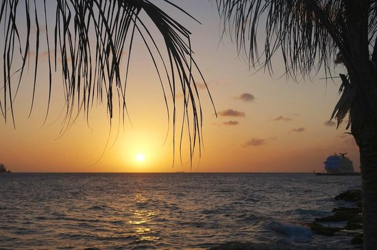 PM78 Urban Oasis Curacao: Beautiful sunsets!