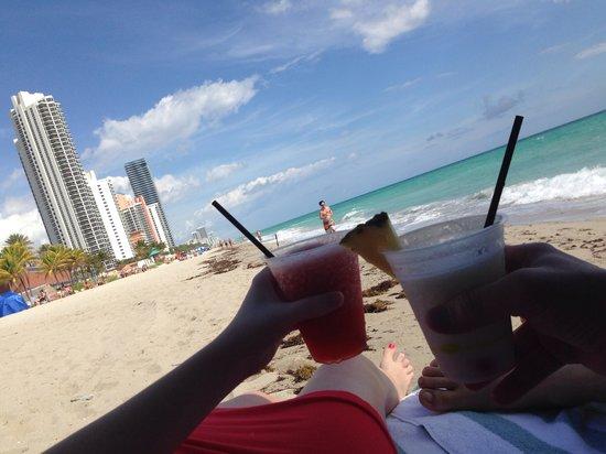 Marenas Beach Resort : Cheers!